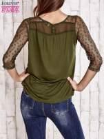 Khaki bluzka z ażurowym dekoltem i rękawami