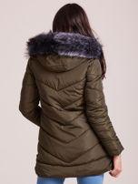 Khaki kurtka zimowa z kapturem i futerkiem                                  zdj.                                  2