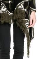 Khaki sweter narzutka w azteckie wzory z frędzlami