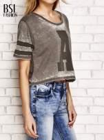 Khaki t-shirt acid wash z literą A                                  zdj.                                  3