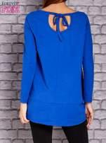 Kobaltowa bluzka z wiązaniem na plecach                                  zdj.                                  4