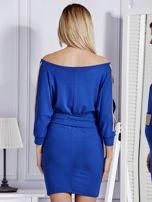 Kobaltowa sukienka z biżuteryjnymi wstawkami i wycięciami                                   zdj.                                  2