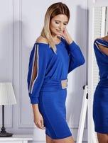 Kobaltowa sukienka z biżuteryjnymi wstawkami i wycięciami                                   zdj.                                  3