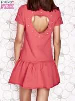 Koralowa dresowa sukienka z wycięciem na plecach                                                                           zdj.                                                                         4