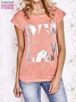 Koralowy t-shirt z motywem gwiazdy i dżetami                                  zdj.                                  1