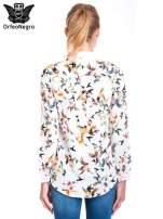 Koszula w kolibry z różowym kołnierzykiem, mankietami i listwą                                  zdj.                                  4