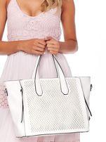 Kremowa torba shopper z ażurowaniem i odpinanym paskiem                                  zdj.                                  2