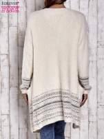 Kremowy długi włochaty sweter z kolorową nitką                                  zdj.                                  4