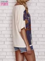 Kremowy t-shirt z nadrukiem orientalnym                                  zdj.                                  2