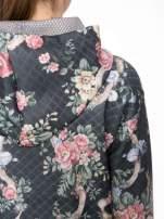 Kwiatowa kurtka z kapturem z siateczkową wstawką
