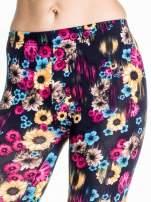 Kwiatowe legginsy w kolorze różowym                                  zdj.                                  5