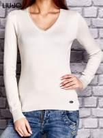 LIU JO Beżowy sweter z trójkątnym dekoltem                                  zdj.                                  1