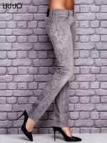 LIU JO Szare spodnie jeansowe z kwiatowym nadrukiem                                  zdj.                                  2