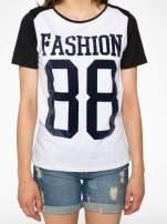 Melanżowo-czarny t-shirt z nadrukiem FASHION 88                                  zdj.                                  7