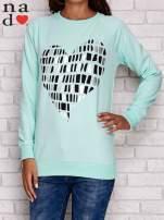 Miętowa bluza z nadrukiem w kształcie serca