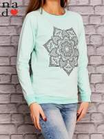 Miętowa bluza z ornamentowym nadrukiem                                  zdj.                                  3