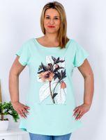 Miętowy t-shirt z roślinnym motywem PLUS SIZE                                  zdj.                                  1