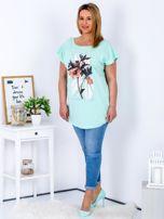 Miętowy t-shirt z roślinnym motywem PLUS SIZE                                  zdj.                                  4