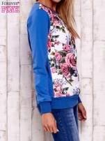Niebieska bluza z kwiatowym nadrukiem                                  zdj.                                  3
