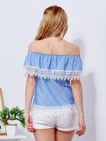 Niebieska bluzka w paski z hiszpańskim dekoltem                                   zdj.                                  2