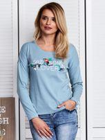 Niebieska bluzka z kwiatowym haftem                                  zdj.                                  1
