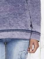 Niebieska dekatyzowana bluza z surowym wykończeniem                                  zdj.                                  8