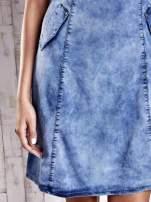 Niebieska denimowa sukienka z wycięciami na plecach                                  zdj.                                  6