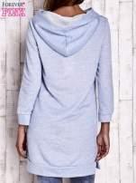 Niebieska dresowa sukienka bluza z naszywkami                                                                          zdj.                                                                         4