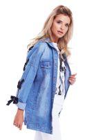 Niebieska jeansowa kurtka ze sznurowaniem na rękawach                                  zdj.                                  3