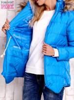 Niebieska ocieplana kurtka z futrzanym wykończeniem kaptura                                  zdj.                                  7