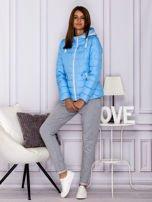 Niebieska pikowana kurtka przejściowa z ozdobnymi suwakami                                  zdj.                                  4
