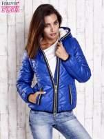 Niebieska pikowana kurtka z futrzaną podszewką                                  zdj.                                  4