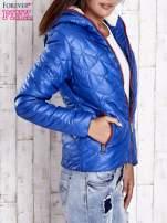 Niebieska pikowana kurtka z futrzanym ociepleniem                                   zdj.                                  3