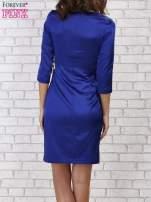 Niebieska sukienka z białą kokardą                                   zdj.                                  3