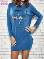 Niebieska sukienka ze złotym napisem UNIQUE                                  zdj.                                  1
