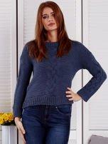 Niebieski sweter z warkoczowymi splotami                                  zdj.                                  1