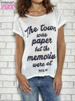 Niebieski t-shirt z napisem THE TOWN WAS PAPER BUT THE MEMORIES WERE NOT PAPER TOWNS