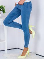 Niebieskie dopasowane jeansy high waist ze stretchem                                  zdj.                                  5