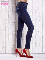 Niebieskie dopasowane spodnie jeansowe                                   zdj.                                  2