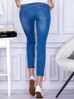 Niebieskie gładkie jeansy regular PLUS SIZE                                  zdj.                                  2