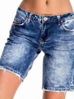 Niebieskie jeansowe szorty z dłuższą nogawką                                  zdj.                                  1