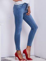 Niebieskie jeansy rurki z wysokim stanem                                   zdj.                                  5