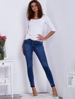 Niebieskie jeansy skinny z surowym wykończeniem                                   zdj.                                  4