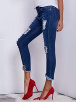 Niebieskie jeansy z wystrzępionymi nogawkami                                  zdj.                                  3