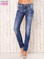 Niebieskie marmurkowe spodnie jeansy                                                                           zdj.                                                                         1