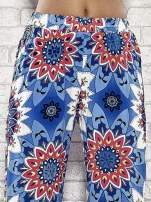 Niebieskie spodnie dzwony w etniczne wzory                                  zdj.                                  5