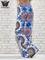 Niebieskie spodnie dzwony w etniczne wzory                                  zdj.                                  2