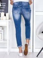 Niebieskie spodnie jeansowe damskie z ozdobnym suwakiem                                  zdj.                                  2