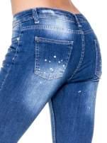 Niebieskie spodnie jeansowe długości 7/8 z łatami i przetarciami                                  zdj.                                  7