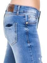 Niebieskie spodnie jeansowe z cieniowaną nogawką z przetarciami                                                                          zdj.                                                                         9
